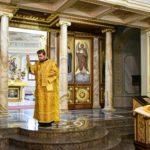 В ДЕНЬ ПАМЯТИ СВЯТОГО АПОСТОЛА И ЕВАНГЕЛИСТА ИОАННА БОГОСЛОВА И СВЯТИТЕЛЯ ТИХОНА, ПАТРИАРХА МОСКОВСКОГО И ВСЕЯ РУСИ В КАФЕДРАЛЬНОМ АЛЕКСАНДРО-НЕВСКОМ СОБОРЕ Г. СИМФЕРОПОЛЯ БЫЛА СОВЕРШЕНА БОЖЕСТВЕННАЯ ЛИТУРГИЯ.